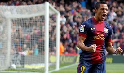 Barcelona's Alexis Sanchez celebrates a goal against Getafe during their Spanish First division soccer league match at Camp Nou stadium in Barcelona, February 10, 2013. REUTERS/Albert Gea (SPAIN - Tags: SPORT SOCCER)