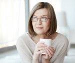 060426_441563_woman_thinking_with_a_cup_of_tea_1098_2369