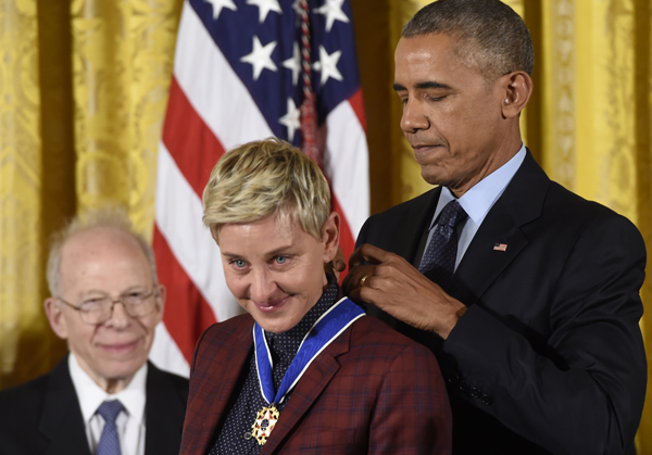 US President Barack Obama presents actress and comedian Ellen DeGeneres with the Presidential Medal of Freedom, the nation's highest civilian honor, during a ceremony honoring 21 recipients, in the East Room of the White House in Washington, DC, November 22, 2016. / AFP PHOTO / SAUL LOEB